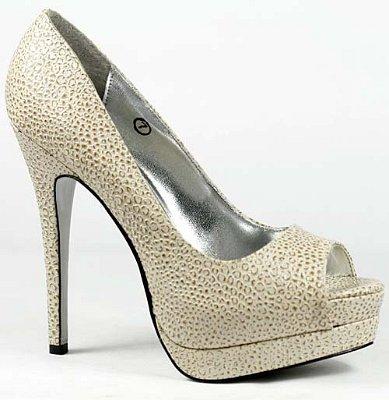 Бели обувки с открит пръст