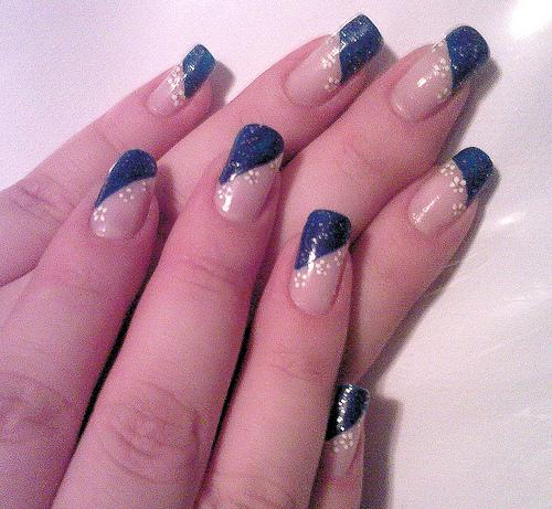 красиви декорации на нокти в два цвята