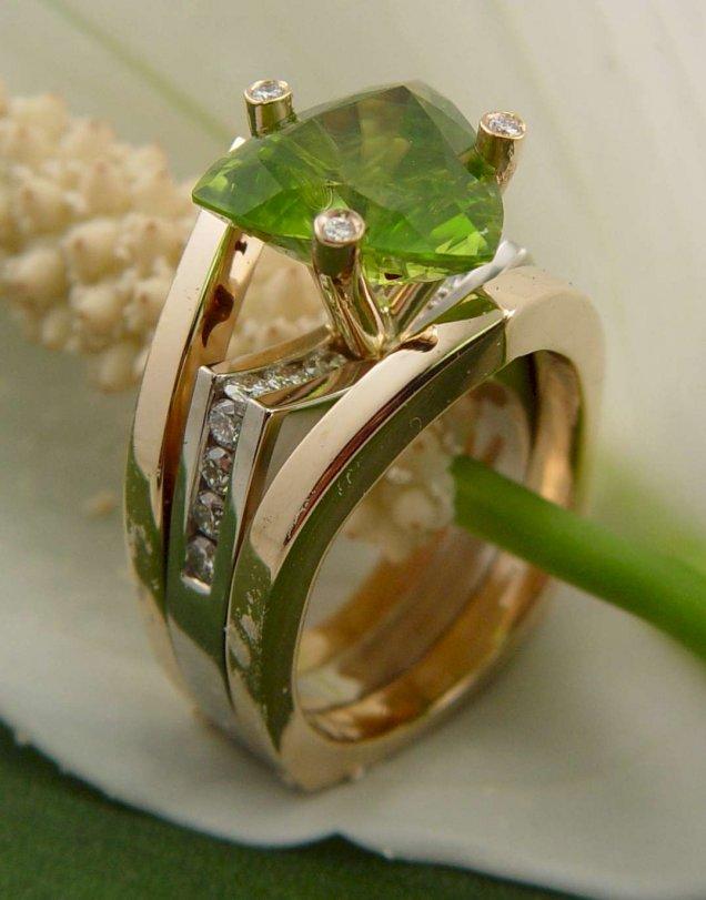 Годежен Пръстен със Зелен Камък