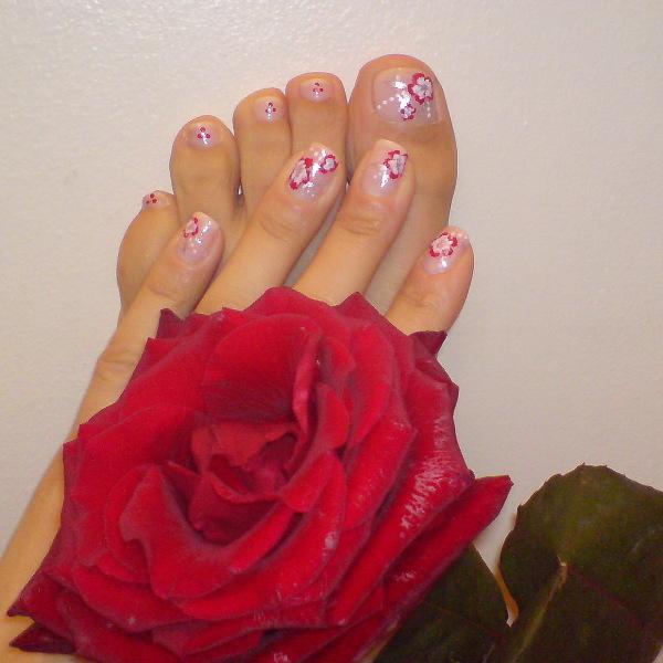 Красиви нокти в бледо розово с цветчета