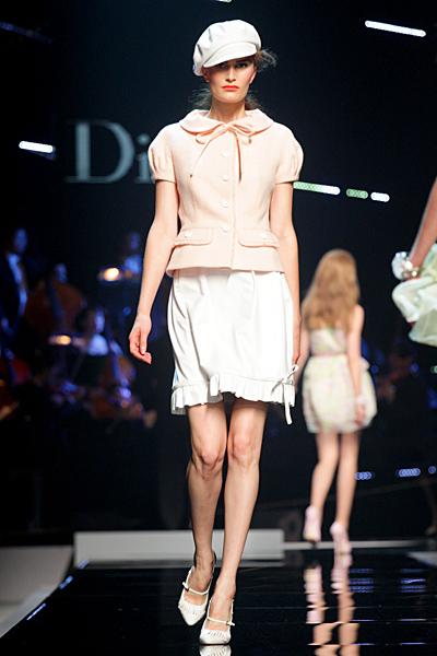 Dior 2011 бяла пола и бледо бежово сако