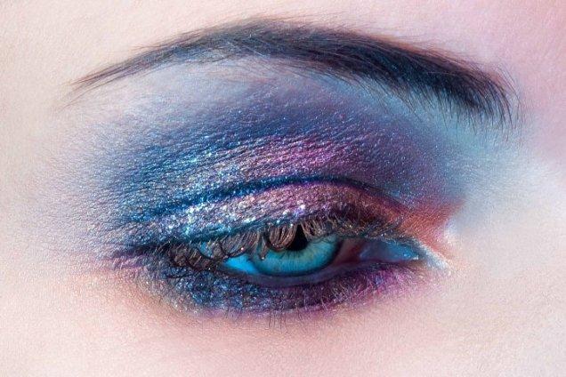 секси грим в синьо, розово и лилаво