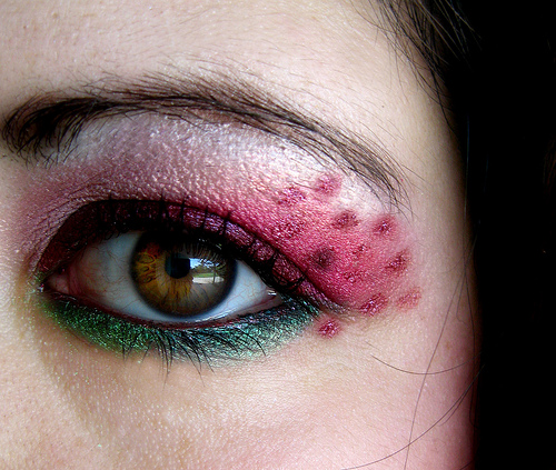 ориенталски грим в розово и зелено