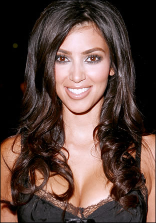 Ким Кардашиан - дълги къдрави коси