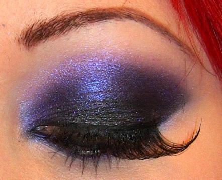 индийски очи със сини сенки