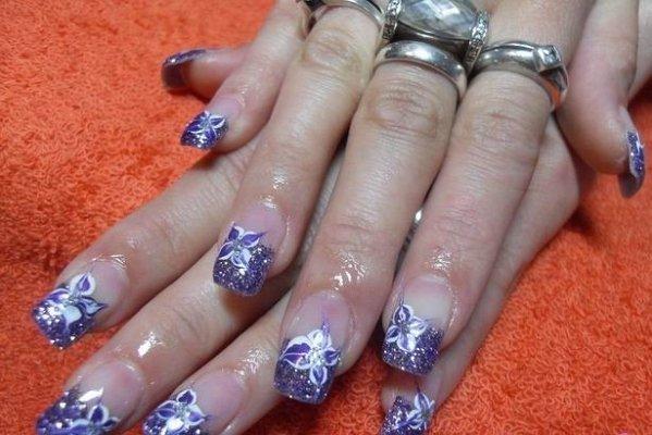 Виолетов Маникюр с Цвете