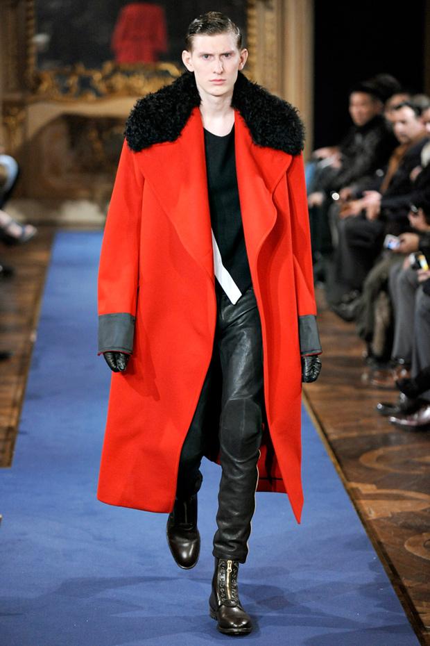 Александър Маккуин 2011 Мъжка Мода - Зима - Червено Палто с Яка