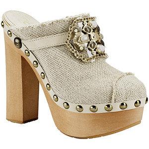 Бели обувки с дървена платформа и ток