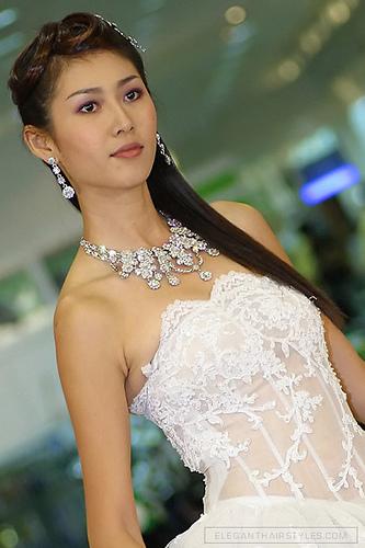 Сватбена прическа пусната коса