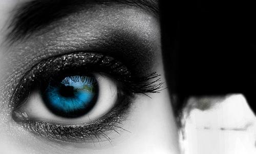 красиво опушено око