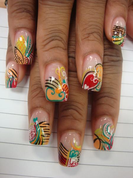 Красиви нокти с много цветни декорации