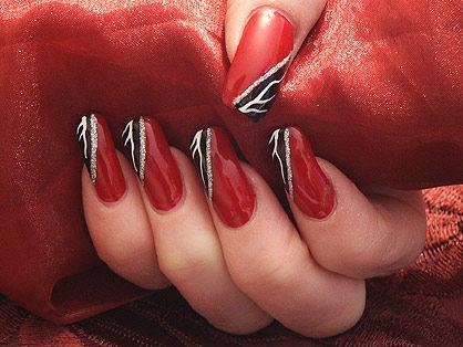 Маникюр в Червено и Черно с Декорации