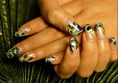 пеперуди върху ноктите