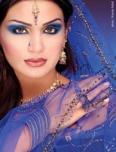 Много Привлекателен и Красив Арабски Грим