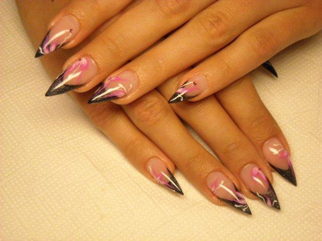 хубави нокти с розови цветя