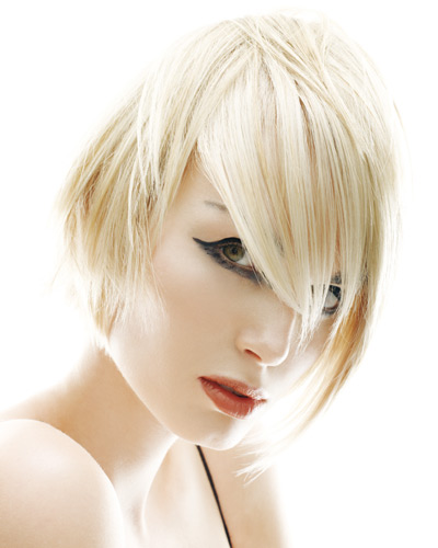 къса коса с бретон пред половината лице