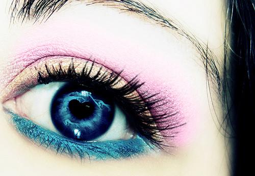 Много хубави цветни очи