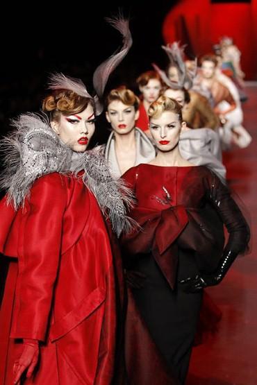 Кристиан Диор Мода 2011 червена мания