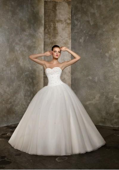 Красива Сватбена Рокля с Голи Рамене