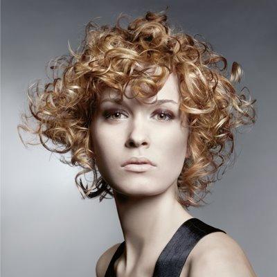 Ню къдрава прическа за къса коса