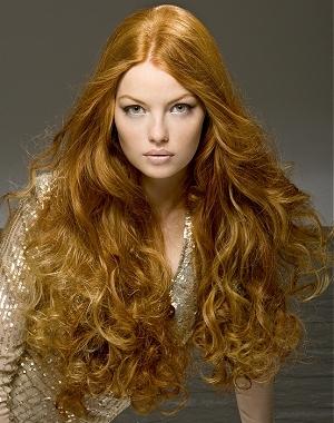 къдрава и изключително дълга коса