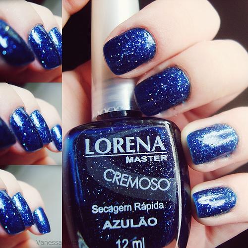 красиви нокти в тъмно синьо с блясък