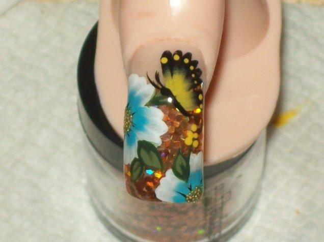 маникюр цветя и пеперуди