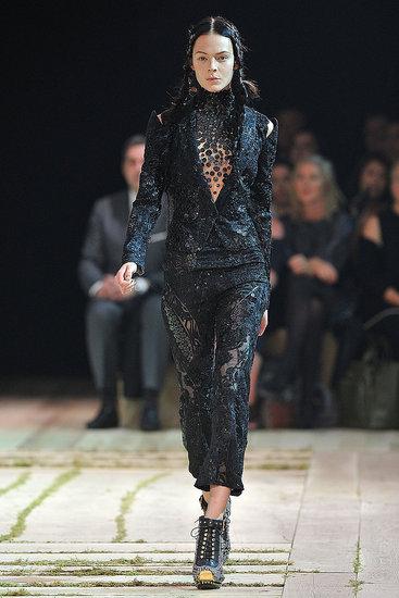 Александър Маккуин 2011 Облекло в Черно с Дантела и Паети