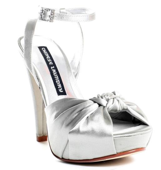 Красиви бели обувки за сватба