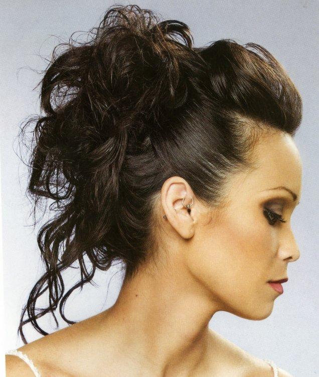 Красива Прическа Вързана Коса