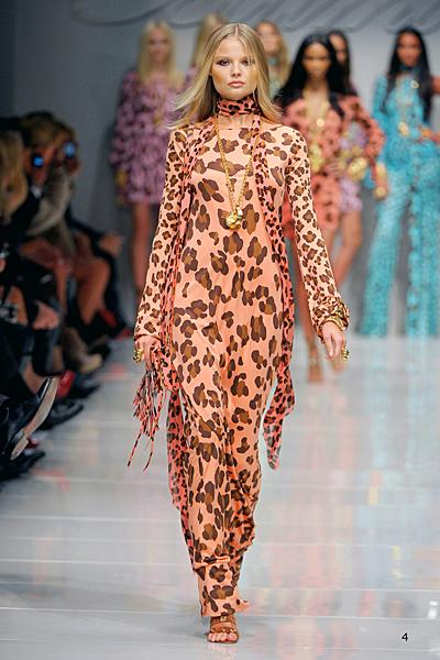 Blumarine рокля цвят праскова