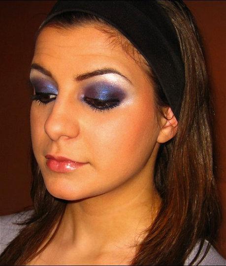 тъмно сини и лилави сенки - опушен грим