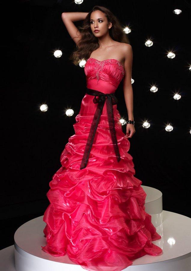 Розова Рокля с Черна Лента и Кристали