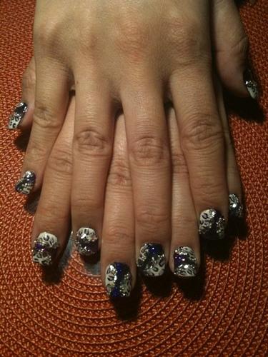 красиви нокти с брокат
