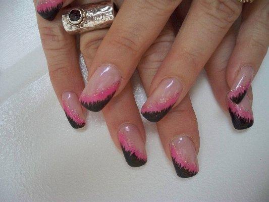 Сладък Маникюр с Розово и Черно