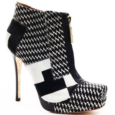 Стилни ботуши в черно и бяло