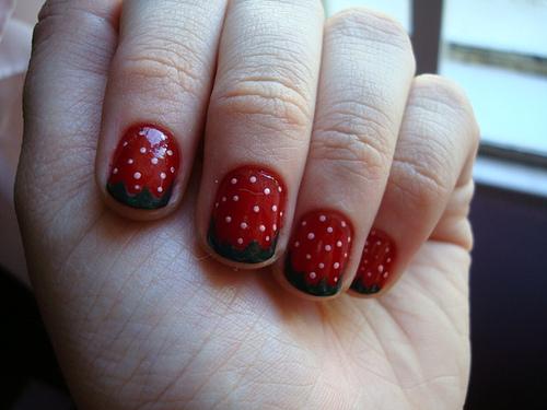 ягодови нокти