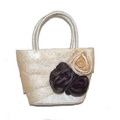 бежова чанта с цветя от текстил