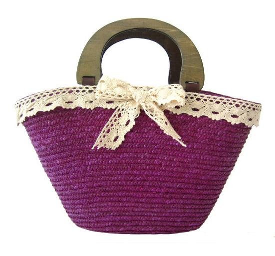 Плажна чанта плетена в лилаво с бяла дантела
