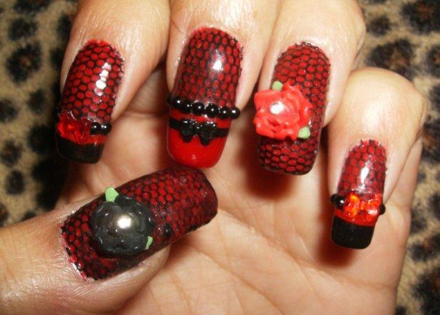 Червени нокти с черна дантела и рози 3d