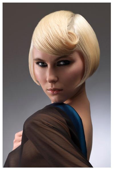 Стилна прическа за къса коса