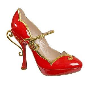 Ярко червени обувки