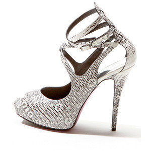 Невероятни бели обувки