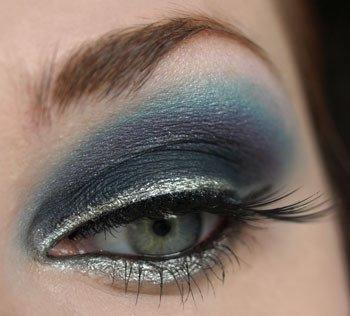 Сини сенки със сребърна очна линия