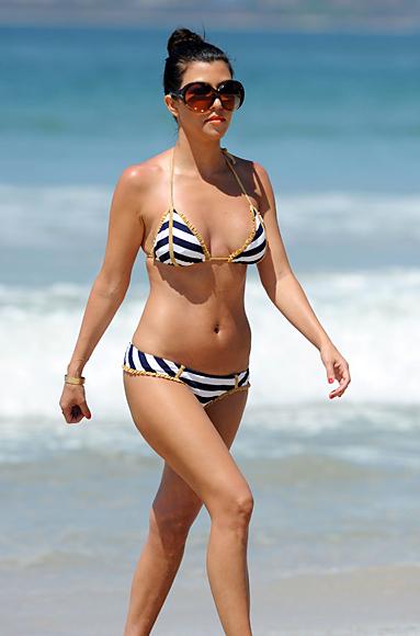Kourtney Kardashian с бански 2011