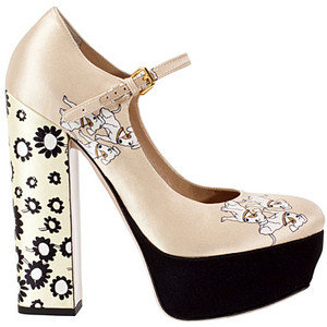 Мръсно бели обувки с цветя и кучета