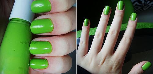 Маникюр в зелено