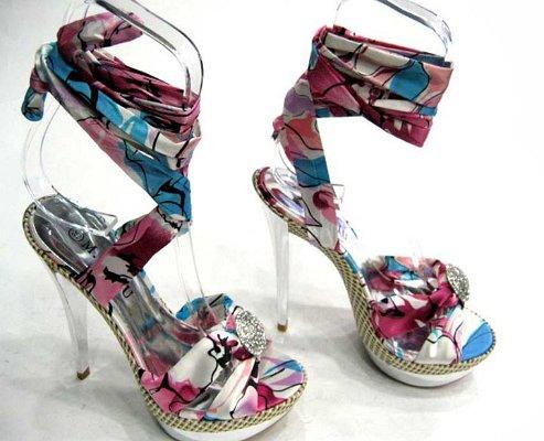 Цветни сандали с камъчета