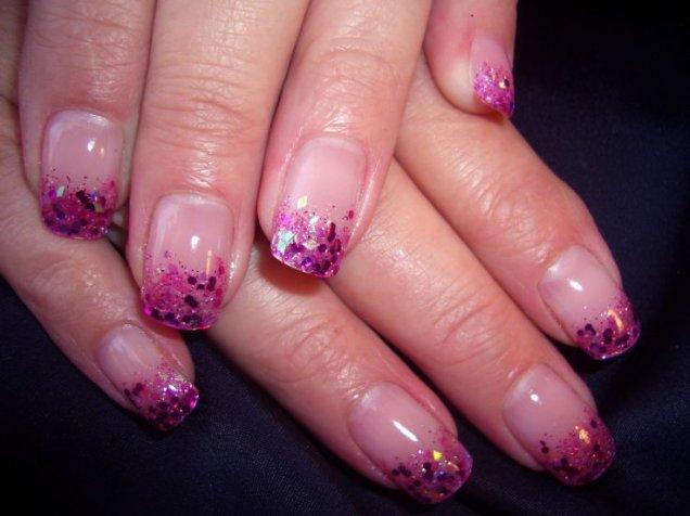 красиви нокти с розов и лилав блясъ