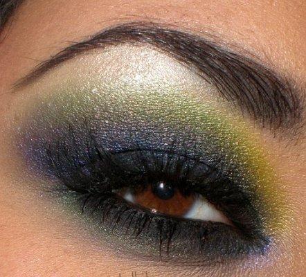 Мистериозен грим - лилаво, зелено и жълто